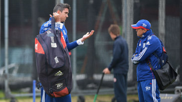Kevin Pietersen chats with Andy Flower