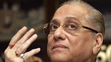 Jagmohan Dalmiya gestures during a press conference