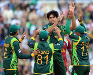 Mohammad Irfan celebrates a wicket with his team mates, West Indies v Pakistan, Champions Trophy, Group B, The Oval, June 7, 2013