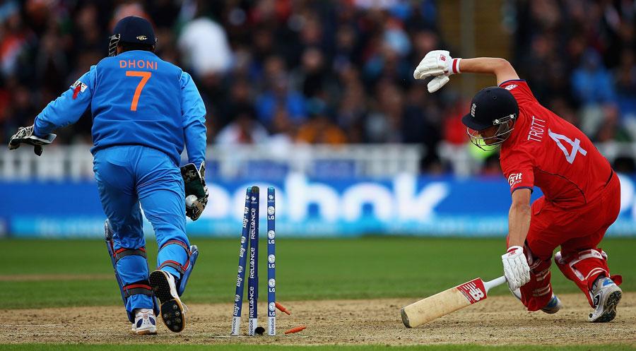 MS Dhoni stumps Jonathan Trott   Cricket Photo   ESPN Cricinfo