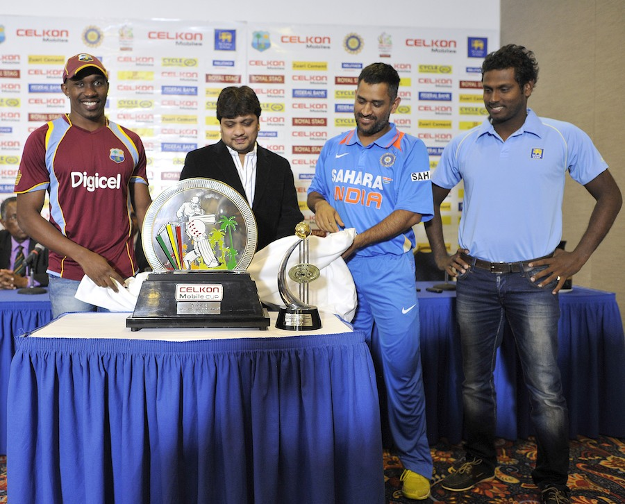 Dwayne Bravo, MS Dhoni and Angelo Mathews with the tri-series trophy