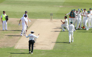 Confusion reigned as Jonathan Trott was given out on review