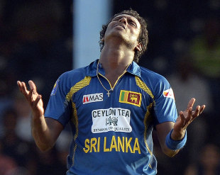 The frustration builds for Angelo Mathews, India v Sri Lanka, West Indies tri-series final, Port-of-Spain, July 11, 2013