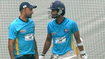 Batting coach Marvan Atapattu has a word with Dinesh Chandimal