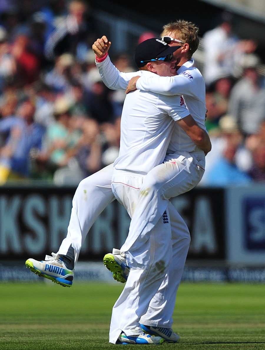162585 - England complete crushing four-day win