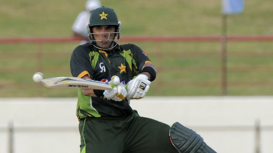 Misbah-ul-Haq reverse sweeps the ball