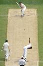 Chanaka Welegedara bowls to Shane Watson, Australia v Sri Lanka, 2nd Test, Melbourne, 2nd day, December 27, 2012