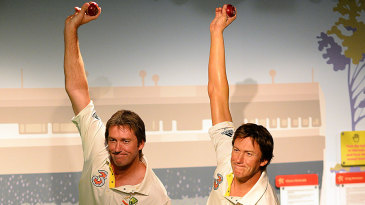 Glenn McGrath imitates the pose of a wax statue of himself at Madame Tussauds