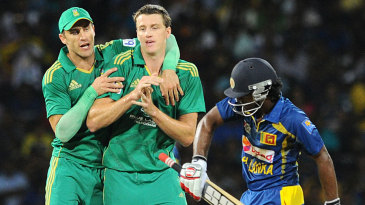Morne Morkel celebrates with Faf du Plessis after dismissing Kusal Perera