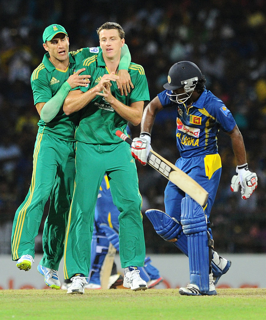 163889 - Duminy helps South Africa pull off heist