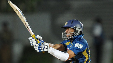 Tillakaratne Dilshan pulls during his 74