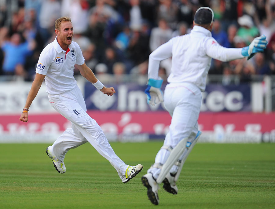 164889 - Broad leads charge to Ashes victory