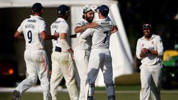 Monty Panesar celebrates the wicket of Alex Wakely