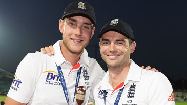 Stuart Broad and James Anderson hold the urn