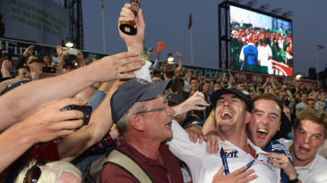 Kevin Pietersen celebrates England's Ashes victory with fans