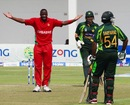 Shingi Masakadza appeals after Sarfraz Ahmed changed his course while running to obstruct the field, Zimbabwe v Pakistan, 3rd ODI, Harare, August 31, 2013