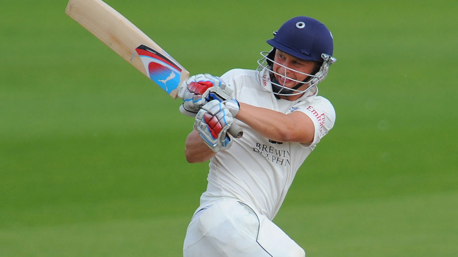 Scott Borthwick pulls during Durham's second innings