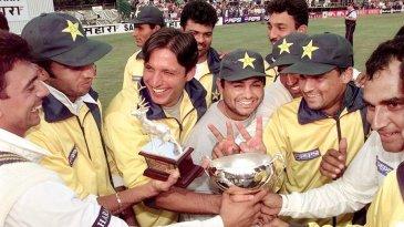 Pakistan celebrate with the Sahara Cup