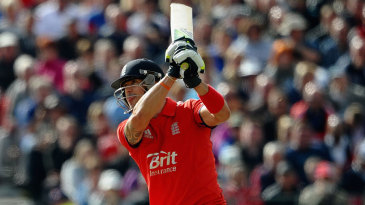 Kevin Pietersen struck six fours and two sixes