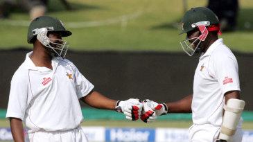 Tino Mawoyo and Hamilton Masakadza put on 104 runs together