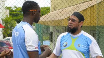 Saqlain Mushtaq converses with Shane Shillingford