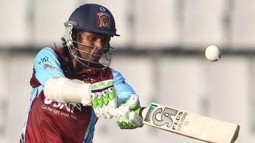 Upul Tharanga pulls the ball