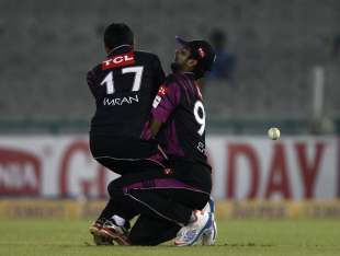 Imran Khalid and Ehsan Adil collided while attempting a catch, Faisalabad Wolves v Kandurata Maroons, Champions League Qualifiers, Mohali, September 20, 2013