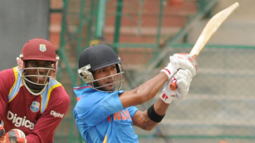 Unmukt Chand pulls fiercely to midwicket