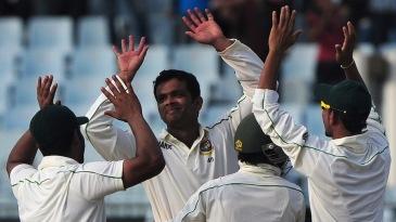 Abdur Razzak celebrates the wicket of Ross Taylor