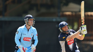 David Hussey hit 71 off 52 and shared a 92-run stand with Matthew Wade