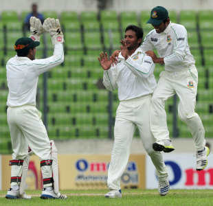 Shakib Al Hasan celebrates with teammates, Bangladesh v New Zealand, 2nd Test, 2nd day, Mirpur, October 22, 2013