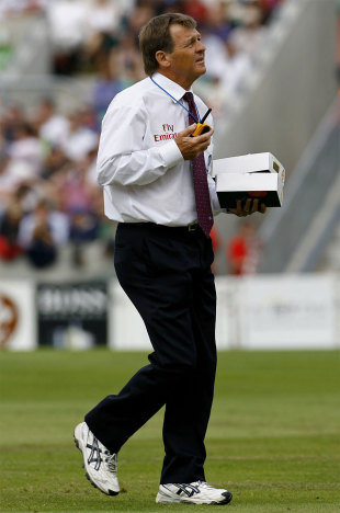 Trevor Jesty with the box of new balls after the umpires called for change, England v Pakistan, 4th Test, The Oval, August 20, 2006