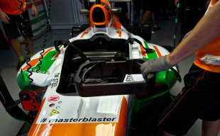 The Force India F1 team pay tribute to Sachin Tendulkar, Delhi, October 25, 2013