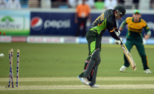 Mohammad Hafeez was bowled by Ryan McLaren for 26, Pakistan v South Africa, 2nd ODI, Dubai, November 1, 2013