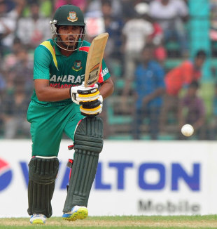 Shamsur Rahman set up the chase with 96