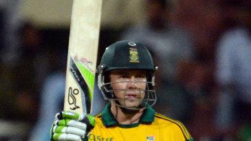 AB de Villiers raises the bat after reaching his fifty