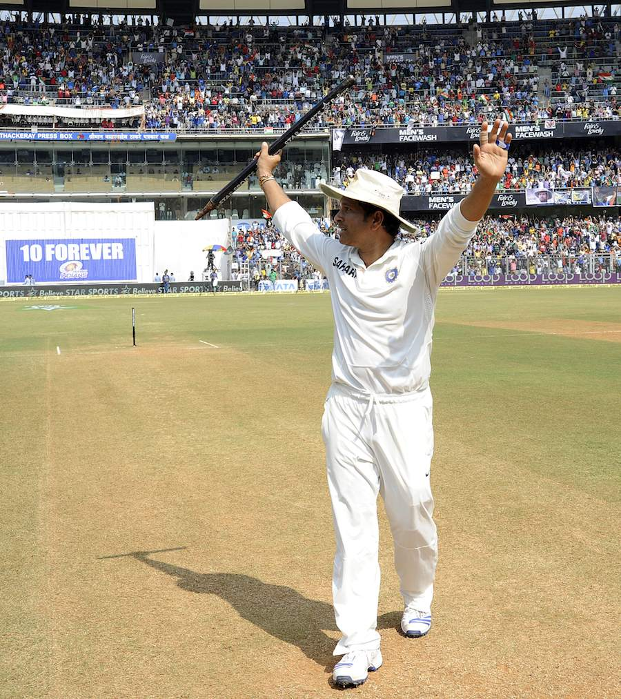 Sachin waves at the crowd at Wankhede. Courtesy: Cricinfo