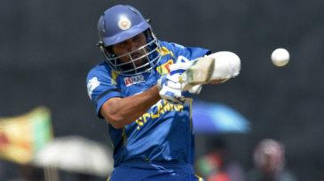 Tillakaratne Dilshan plays a pull