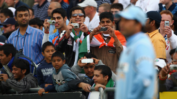 Fans take photos of Sachin Tendulkar