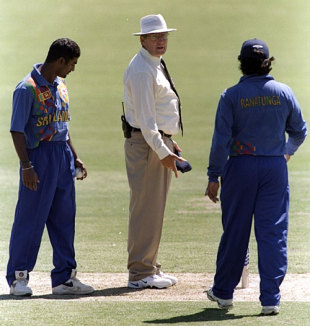 Muttiah Muralitharan and Arjuna Ranatunga argue with Ross Emerson after a no-ball incident, England v Sri Lanka, Adelaide, January 1999