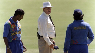 Muttiah Muralitharan and Arjuna Ranatunga argue with Ross Emerson after a no-ball incident
