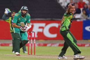 Bilawal Bhatti appeals unsuccessfully for Hashim Amla's wicket, South Africa v Pakistan, 2nd T20I, Cape Town, November 22, 2013