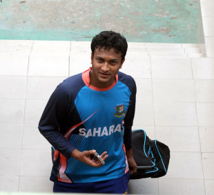 Shakib Al Hasan at a training session, Dhaka, November 26, 2013
