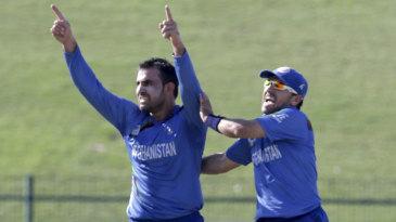 Samiullah Shenwari picked up three wickets