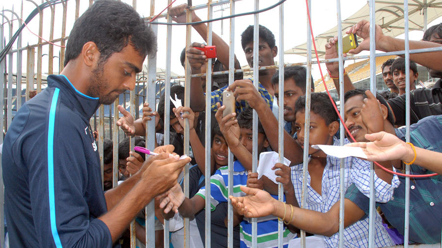 Jaydev Unadkat signs some autographs for the fans