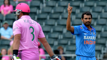 Mohammed Shami celebrates the wicket of Jacques Kallis