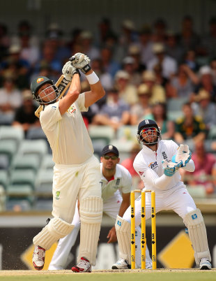 Shane Watson took on Graeme Swann during the first hour, Australia v England, Test, Perth, 4th day, December 16, 2013