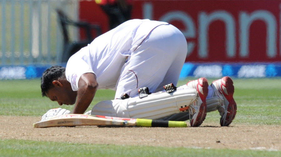 Shivnarine Chanderpaul kisses the turf after hitting a Test ton