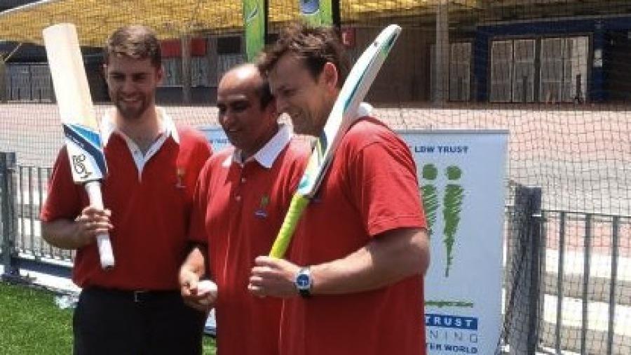 Sydney Thunder wicketkeeper Ryan Carters, LBW Trust chairman Darshak Mehta and former Test gloveman Adam Gilchrist