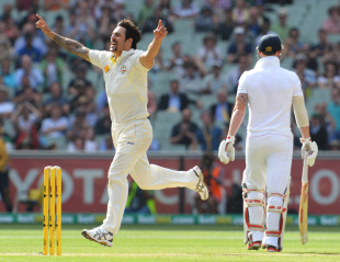 Mitchell Johnson made inroads with the second new ball, Australia v England, 4th Test, Melbourne, 1st day, December 26, 2013